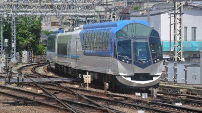 大和西大寺駅に入線する特急しまかぜ